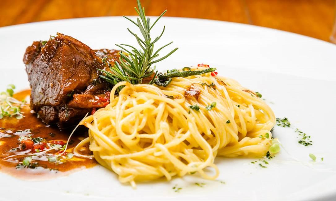 Dupla. O Alessandro & Frederico Café destaca a paleta de cordeiro no molho do próprio assado, com tagliorini na manteiga e sálvia (R$ 79) Dhani B / Divulgaçao