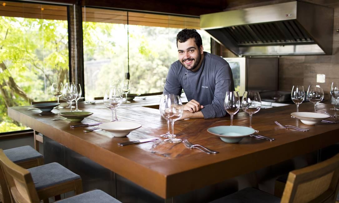 Numa bancada em U, o chef Breno Naar receberá os comensais com pratos que privilegiam os ingredientes brasileiros Mônica Imbuzeiro / Agência O Globo