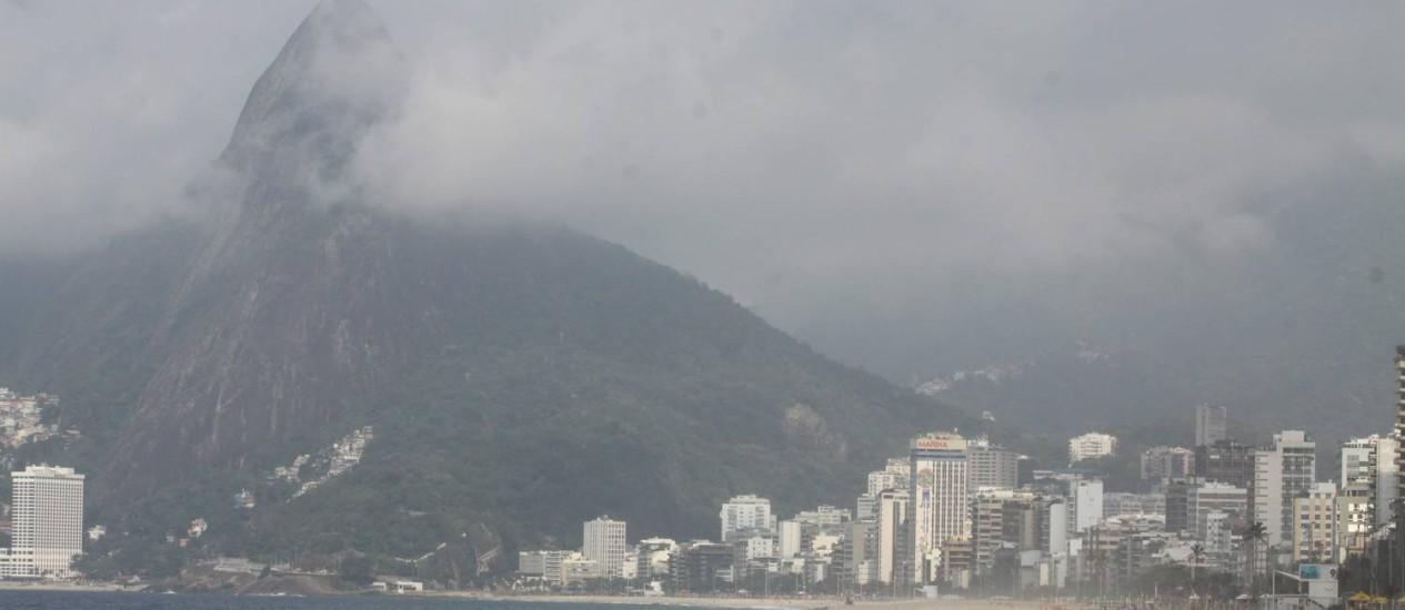 Após calor intenso no começo da semana, dia amanheceu nublado no Rio de Janeiro Foto: Paulo Nicolella / Agência O Globo