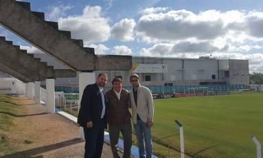 Luiz Lula da Silva com os dirigentes do clube no Uruguai Foto: Reprodução
