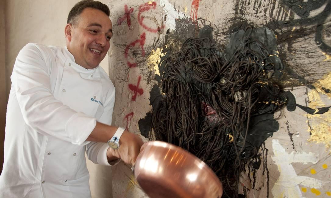 A panela de cobre acompanha o chef Romano Fontanive, do Gabbiano, já mais de 25 anos Adriana Lorete / Agência O Globo