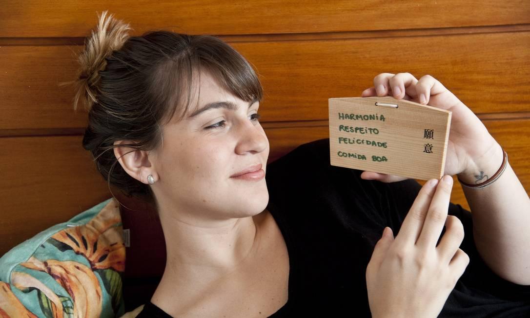 Para Nathalie Passos, do Naturalie Bistrô, o que dá sorte é uma plaquinha com as seguintes palavras em japonês: harmonia, respeito, felicidade e boa comida Adriana Lorete / Agência O Globo