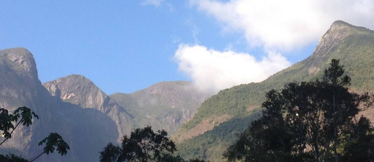 Montanhas em torno do Pico da Bandeira Foto: Léa Cristina