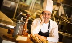 Minelli gosta de pesquisar as histórias de outros chefs Foto: Bárbara Lopes / Agência O Globo
