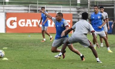 Atacante Wellington dribla um marcador no treino do Flu nesta quinta Foto: Mailson Santana - Fluminense