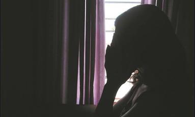 Pânico. Vendedora está sem dormir desde segunda-feira, quando foi estuprada pela última vez Foto: Thiago Freitas