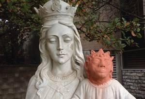 Heather Wise restaurou uma estátua de pedra com uma cabeça de argila Foto: REPRODUÇÃO/Canadian Broadcasting Corporation