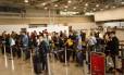 Todos os procedimentos de check-in e despachos serão feitos no terminal 2 até o fim de novembro Foto: Fernando Lemos / Agência O Globo