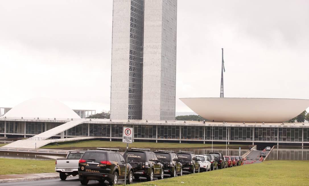 A Polícia Federal cumpriu quatro mandados de prisão contra policiais legislativos do Senado Foto: Jorge William / Agência O Globo