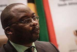 Ministro da Justiça da África do Sul, Michael Masutha, fala à imprensa sobre decisão do país de deixar o TPI Foto: GIANLUIGI GUERCIA / AFP