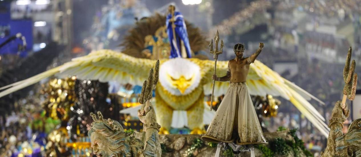 Desfile da Portela em 2016: escola desfilará na segunda-feira de carnaval Foto: Alexandre Cassiano - 07/02/2016 / O Globo