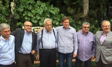 Presidentes do Flu, Fla, Vasco, Ferj e Botafogo com Marcelo Crivella (terceiro a partir da direita) Foto: Divulgação