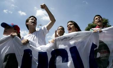 Estudantes protestam a favor de prosseguimento do processo a favor de referendo revogatório Foto: Ariana Cubillos / AP