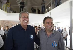 O senador Aécio Neves (PSDB-MG) ao lado do candidato a prefeito de Belo Horizonte, João Leite (PSDB), na votação no primeiro turno das eleições municipais de 2016 Foto: Hugo Cordeiro / NITRO
