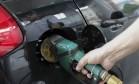 Segundo especialistas, preços da gasolina subiram devido à alta no preço do etanol e da recomposição de margem de postos Foto: Domingos Peixoto