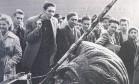 Liberdade. A estátua de Stálin não escapou dos manifestantes húngaros, que lutavam contra o domínio soviético Foto: 1956 / Agência Globo