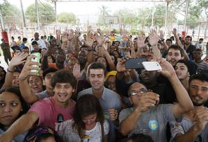 O candidato a Prefeitura do Rio de Janeiro pelo PSOL Marcelo Freixo em campanha em Bangu Foto: Pablo Jacob / Agência O Globo