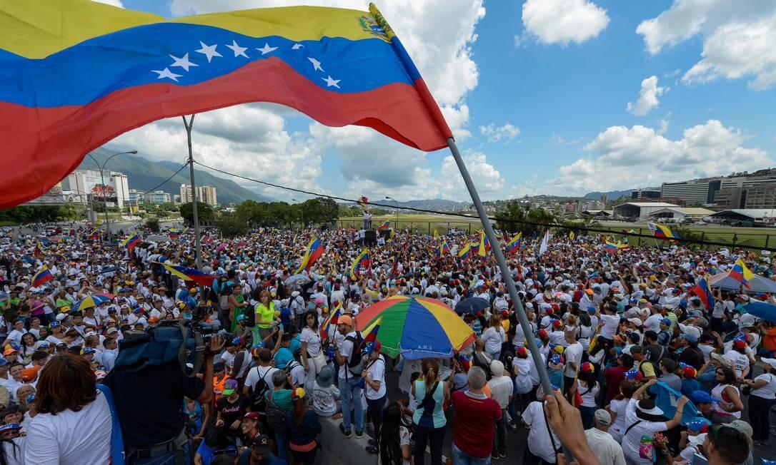 Não houve informação oficial sobre o número de participantes, mas fontes independentes estimavam em milhares de pessoas Foto: FEDERICO PARRA / AFP