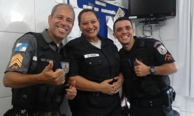 Sargento Victor (esquerda) junto com a sargento Elisangela e soldado Thurler atenderam a ocorrência Foto: Divulgação