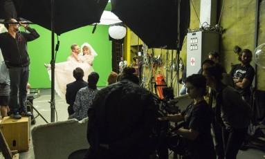 """Em cena. Gravação da série infantil """"Os Valentins"""", com Cláudia Abreu: programa será exibido no canal Gloob e tem duas temporadas contratadas. Em 2014, TV paga correspondeu a 52% da geração de renda do setor audiovisual na economia Foto: Fernando Lemos"""