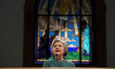 A candidata democrata à Presidência dos EUA Hillary Clinton discursa durante culto em igreja batista de Durham, Carolina do Norte, neste domingo: ela também mantém liderança na Flórida, outro estado chave na eleição americana Foto: REUTERS/CARLOS BARRIA