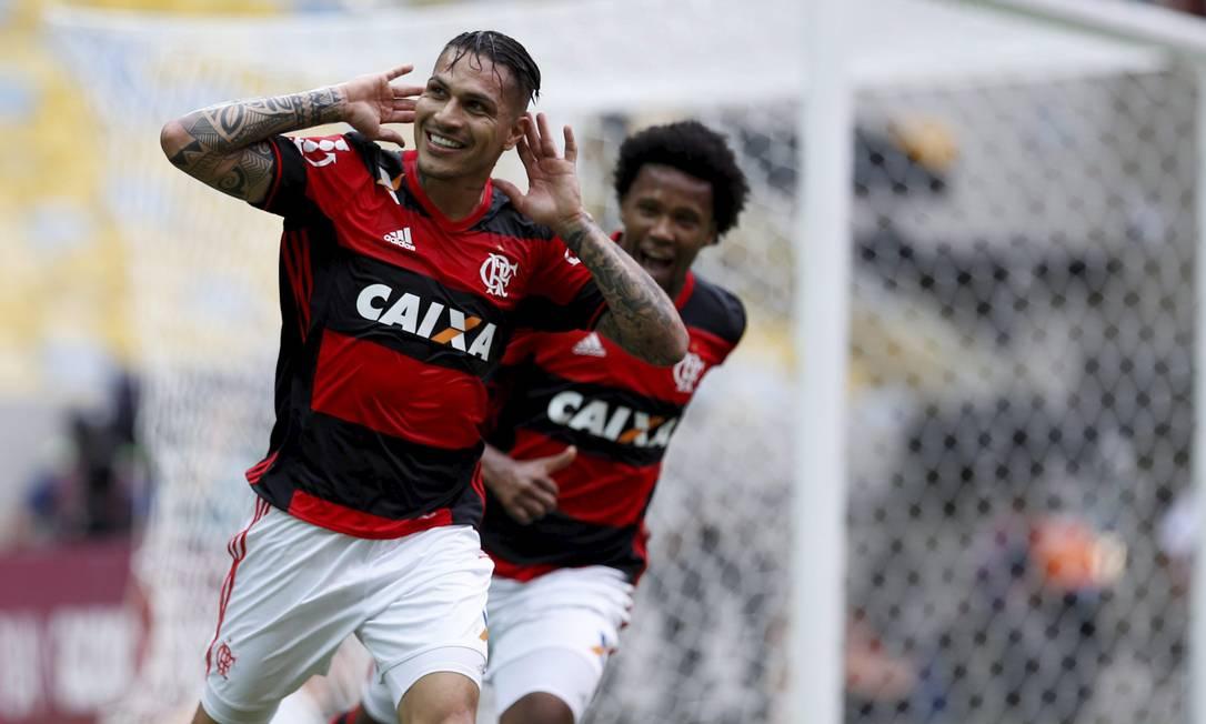 Guerrero comemora o gol do Flamengo sobre o Corinthians no Maracanã Marcelo Carnaval / Agência O Globo