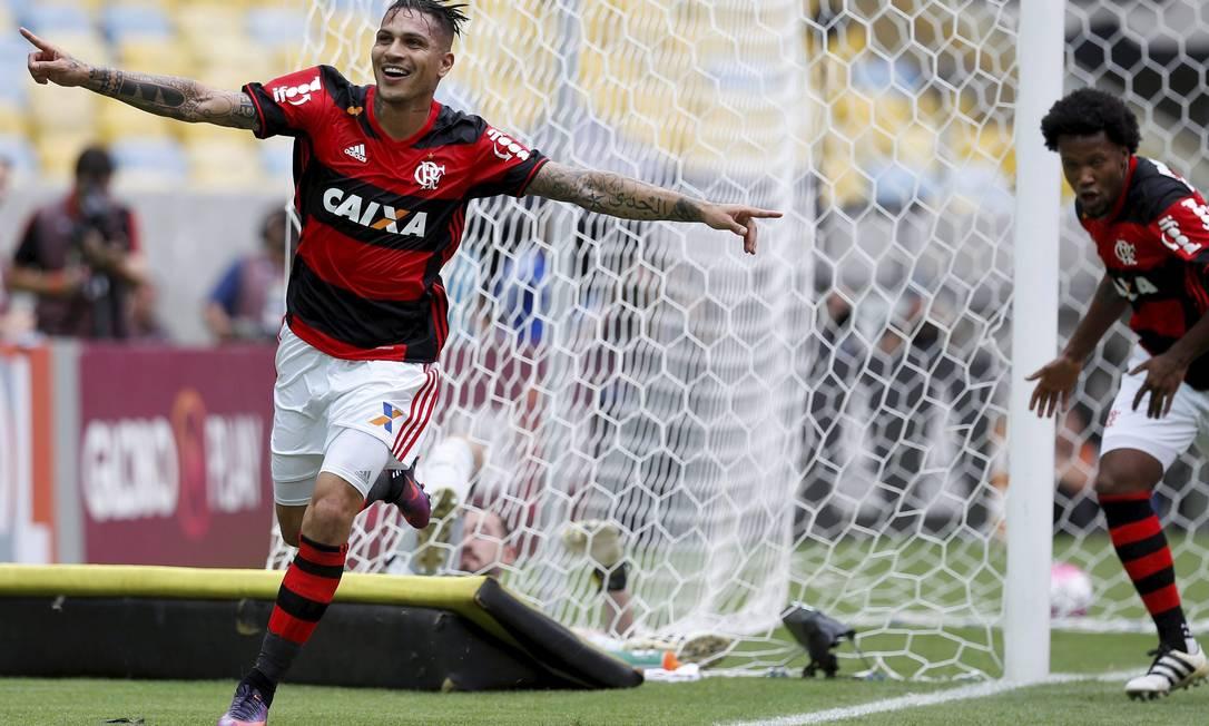 A alegria de Guerrero ao empatar paraa o Flamengo Marcelo Carnaval / Agência O Globo