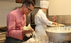 O chef Isaías Neires em ação na cozinha durante a última edição do Rio Gastronomia Foto: Cecília Acioli / Agência O Globo