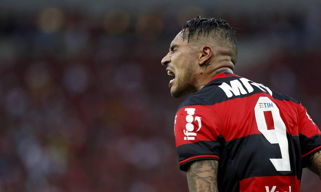 Guerrero lamenta chance desperdiçada no empate entre Flamengo e Corinthians Marcelo Carnaval / Agência O Globo