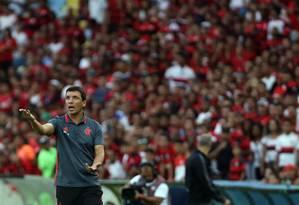 Zé Ricardo disse que o Flamengo precisa melhorar se quiser vencer o Atlético-MG na próxima rodada Foto: Rafael Moraes/ Extra