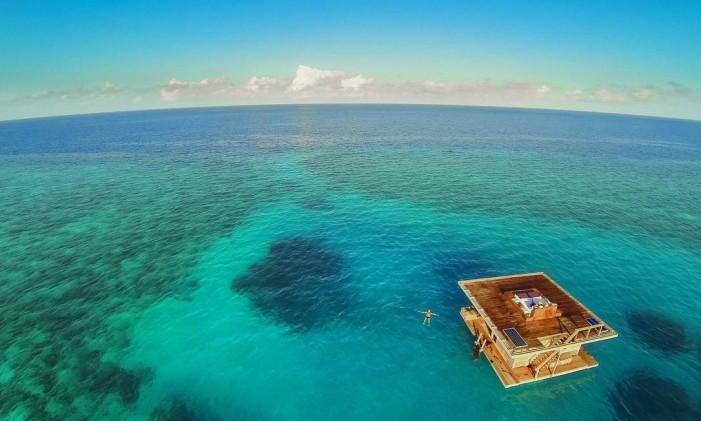 O quarto flutuante do Manta Resort, na Tanzânia Foto: Divulgação