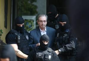 O deputado cassado Eduardo Cunha (PMDB-RJ) em Curitiba, onde fez o exame corpo delito no IML, após prisão preventiva Foto: Geraldo Bubniak/20-10-2016 / Agência O Globo