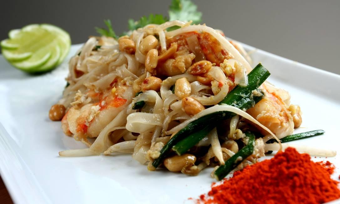 Sawasdee Bistrô. O Royal Pad Thai é um talharim de arroz com broto de feijão, nirá, camarões, ovos, temperados com nampla, salpicado de amendoim torrado e coentro Rodrigo Castro / Divulgação