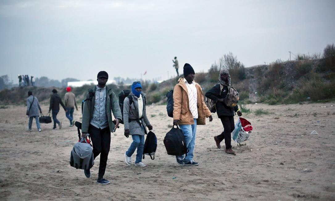 Muitos migrantes deixaram o acampamento por conta própria Foto: Thibault Camus / AP
