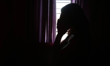 Vítima de estupro e agressões em São Gonçalo Foto: Thiago Freitas em 19/10/2016 / Agência O Globo