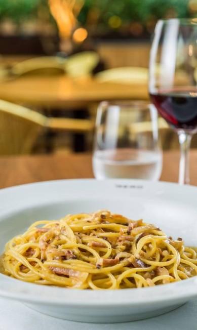 Gero Trattoria. O espaguete é feito com parmesão, gema de ovo e guanciale (R$ 68) Divulgação/Tomas Rangel / Divulgação