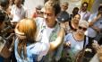 Freixo conversou com eleitores nesta segunda-feira no Largo do Machado Foto: Bárbara Lopes