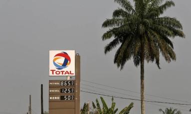 Placa da Total em Port Harcourt, na Nigéria Foto: George Osodi / Bloomberg