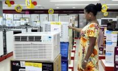 Consumidor deve estar atento para não cair em ciladas Foto: Thiago Freitas / Agência O Globo