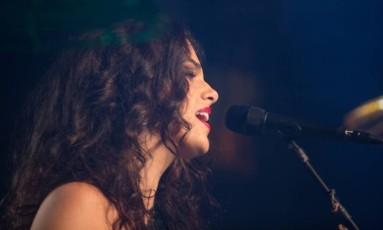 A cantora Céu lidera a lista com nove indicações, concorrendo em oito categorias Foto: Haroldo Saboia / Divulgação