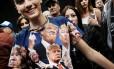 País dividido. Adolescente veste camiseta em homenagem a Trump em comício em Cleveland: próximo presidente vai precisar unir os EUA após campanha mais agressiva dos últimos tempos Foto: SPENCER PLATT/AFP