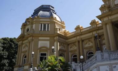 Palácio Guanabara: projeto de lei orçamentária enviado pelo governo à Alerj prevê déficit de R$ 15,3 bi Foto: Domingos Peixoto / Agência O Globo
