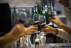 Entre os nascidos entre 1991 e 2000 a relação entre homens e mulheres em relação ao consumo de álcool é de 1.1 Foto: NELSON GARRIDO