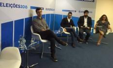 O candidato Marcelo Freixo (PSOL) no estúdio para ser sabatinado pelos jornalistas do GLOBO Foto: Marco Grillo/O GLOBO