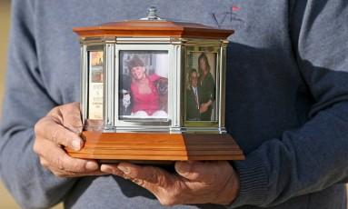 A nvoa instrução da Igreja Católica proíbe que as cinzas dos mortos sejam guardadas em casa Foto: Jay Paul / Agência O Globo