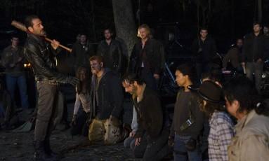 Cena do primeiro episódio da sétima temporada de 'The walking dead' Foto: Divulgação