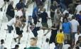 Torcedores russos e ingleses em briga no estádio durante a Eurocopa deste ano Foto: Eddie Keogh / REUTERS