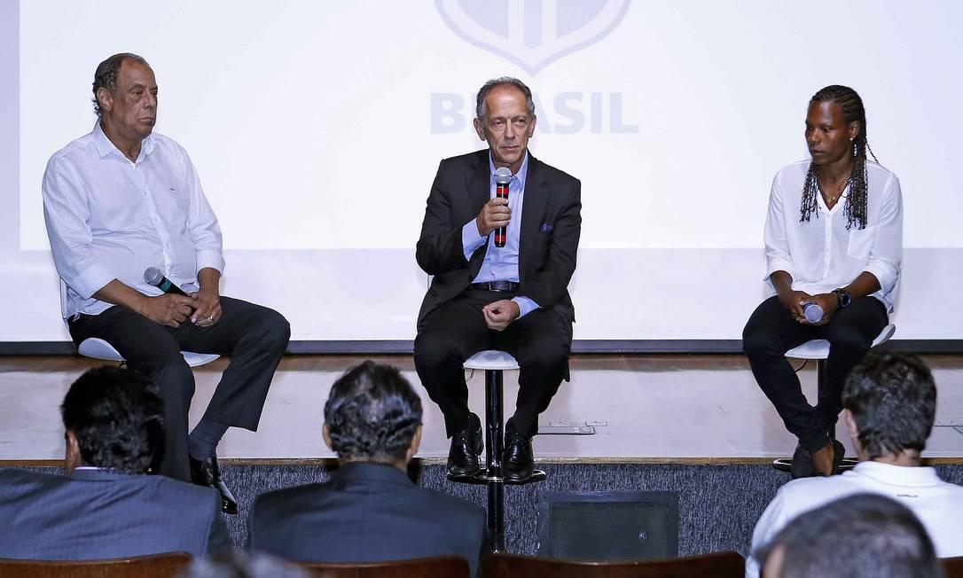 O Capita também participava do Comitê de Reformas da CBF, criado em 2015 e apresentado pelo próprio Carlos Alberto, ao lado do secretário-geral Walter Feldman e da meia Formiga Rafael Ribeiro / CBF