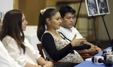 Yessica Flores, ao centro, foi infectada pelo vírus zika no começo da gravidez Foto: Lynne Sladky / AP