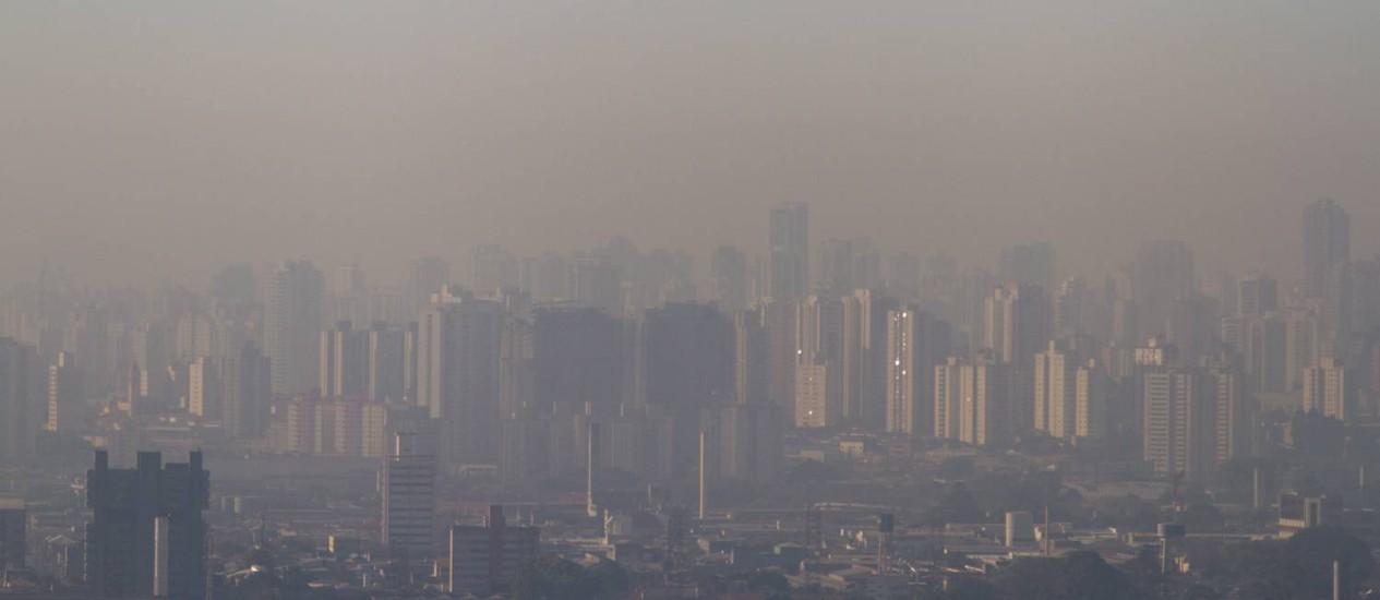 Vista do centro de São Paulo com nevoa de poluição Foto: Dario Oliveira / Folhapress